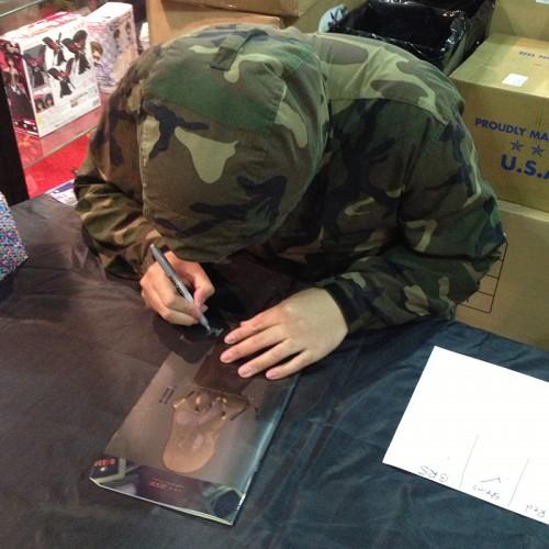huke signs a dojinshi
