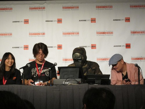 huke wore a mask while interacting with fans at AX... I guess he's shy.