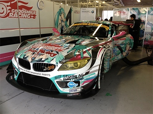 Good-Smile-Racing-Miku-BMW-Z4-2