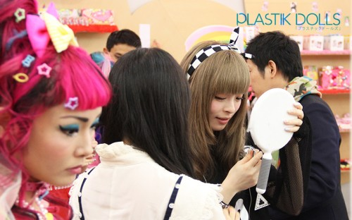 Kyary puts on some final touches with the Harajuku Kawaii!! models.