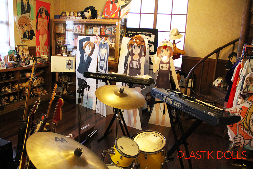 Replica musical instruments based on what the K-ON! characters use are all donated by visiting fans.