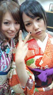 SCANDAL members HARUNA and MAMI wearing kimono.