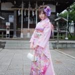 Model Katou Mari wearing a kimono.