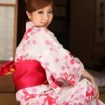 Model Tatsumi Natsuko wearing a kimono.